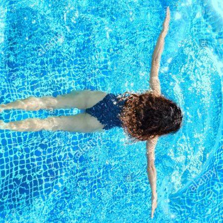 woman-swimming-in-pool-breaststroke