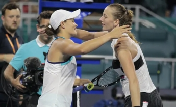 Ashleigh Barty and Petra Kvitová, photo by Luis M. Alvarez (AP), 27 March 2019