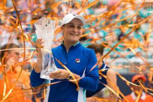 Ashleigh Barty, with trophy and streamers, 2019 Miami Open (photo from wtatennis dot com)
